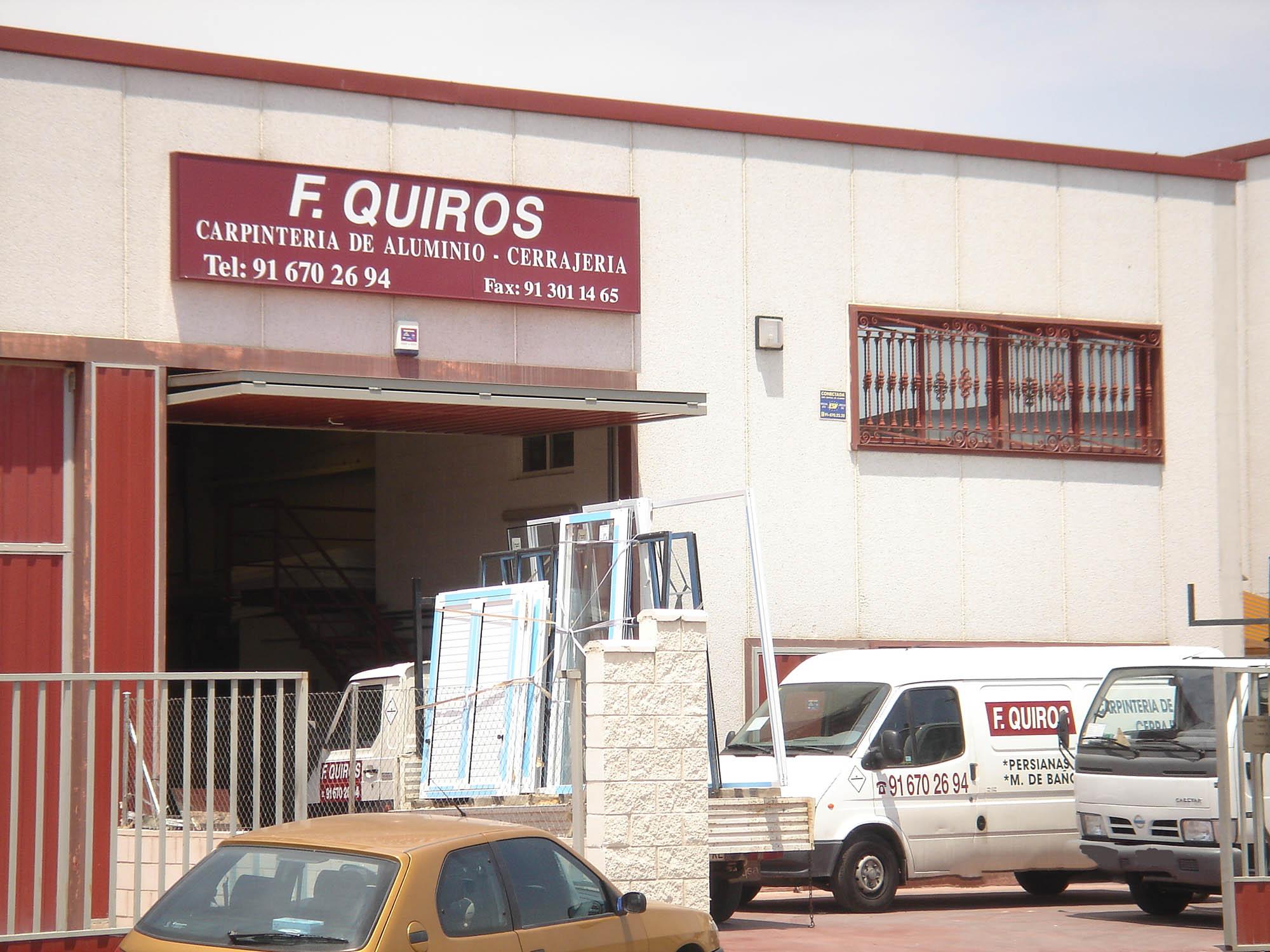 Exterior de la nave de Aluminios F. Quiros